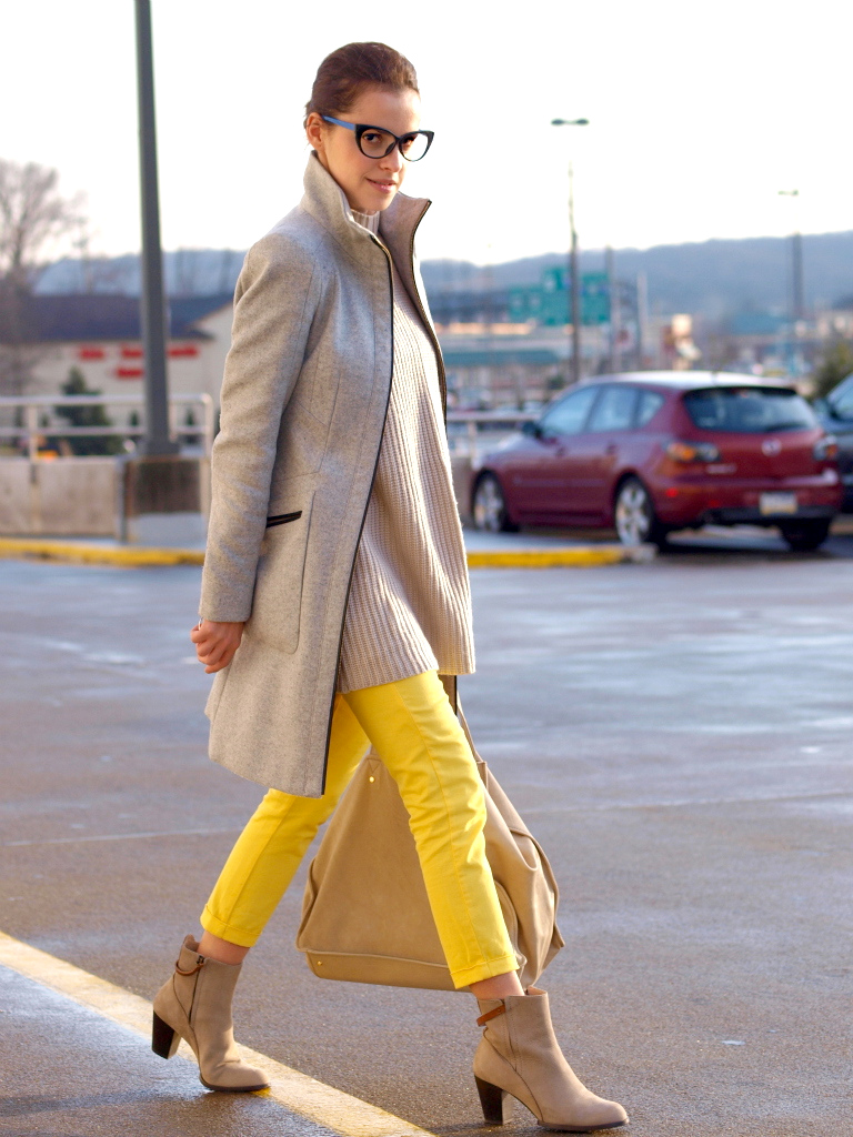 street style, yellow oants, grey coat, bittersweet colours