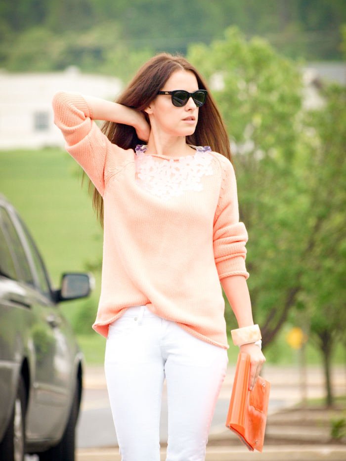 bittersweet colours, street style, colours, DIY necklace, white jeans, coral, sweater weather,