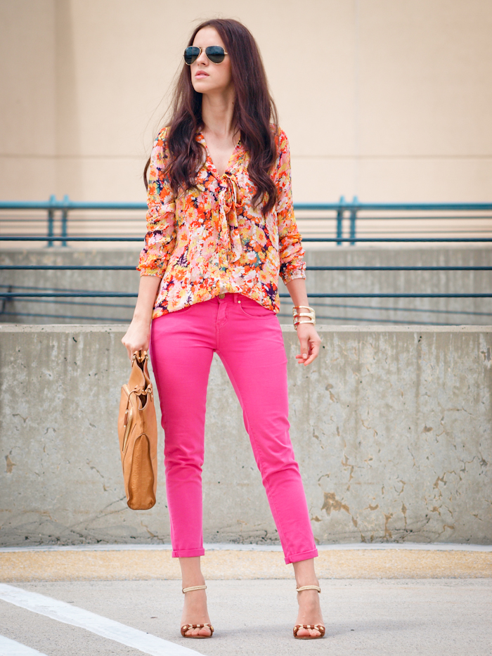 bittersweet colours, street style, colours, prints, floral prints, pink pants , ray ban sunglasses,
