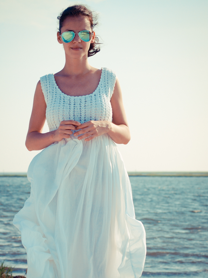 bittersweet colours, street style, colors, fashion trends,white dress, summer trends, beach look