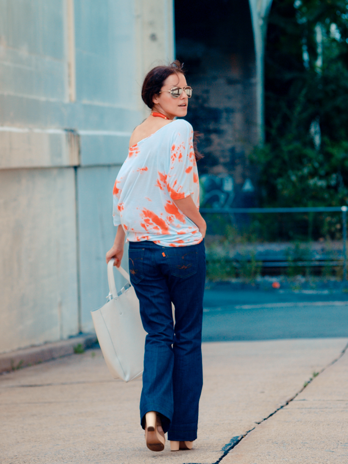 bittersweet colours, street style, wide jeans, mirrored sunglasses,