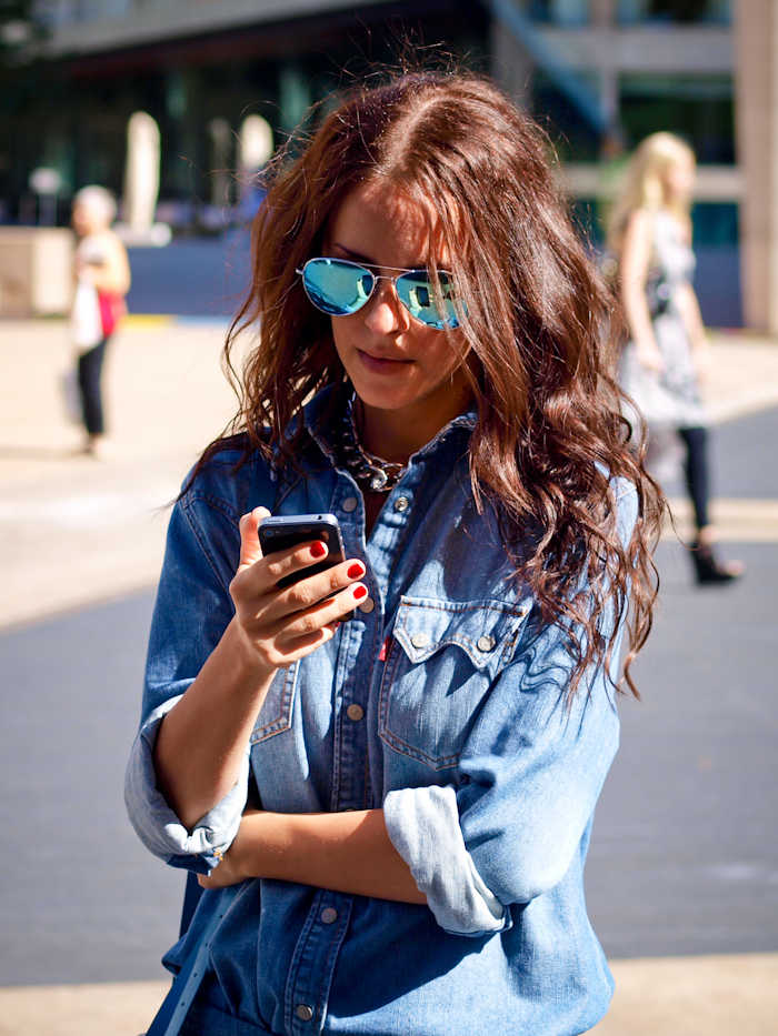 bittersweet colours, street style, nyfw, , nyfw street style, lincoln Center nyfw, denim on denim, leopard print pumps, mirrored sunglasses