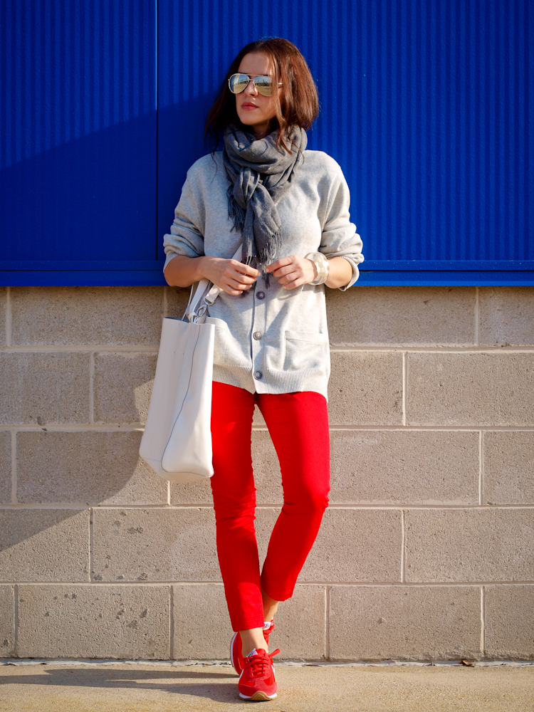 bittersweet colours, fall street style, street style, fall trends, colours , red pants, sweater weather, nike sneakers, casual look, sneakers trend,