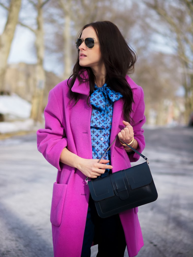 bittersweet colours, colorful coats, Gap, Joe fresh, navy, Pink coat, PINK TREND, polka dots, prints, RAY BAN, Spring trends, street style, bow shirt, pink shoes,