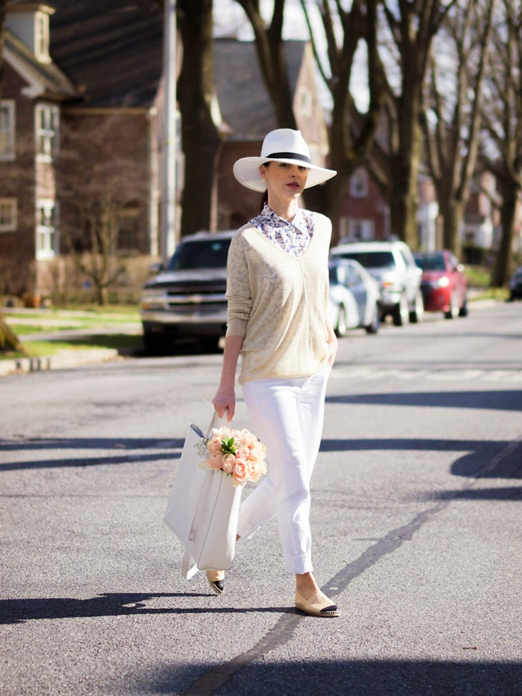bittersweet colours, CHANEL, Chanel espadrilles, fedora hat, Joe fresh, prints, Spring, street style, weekend look, white jeans, nude trend, white trend, casual look,