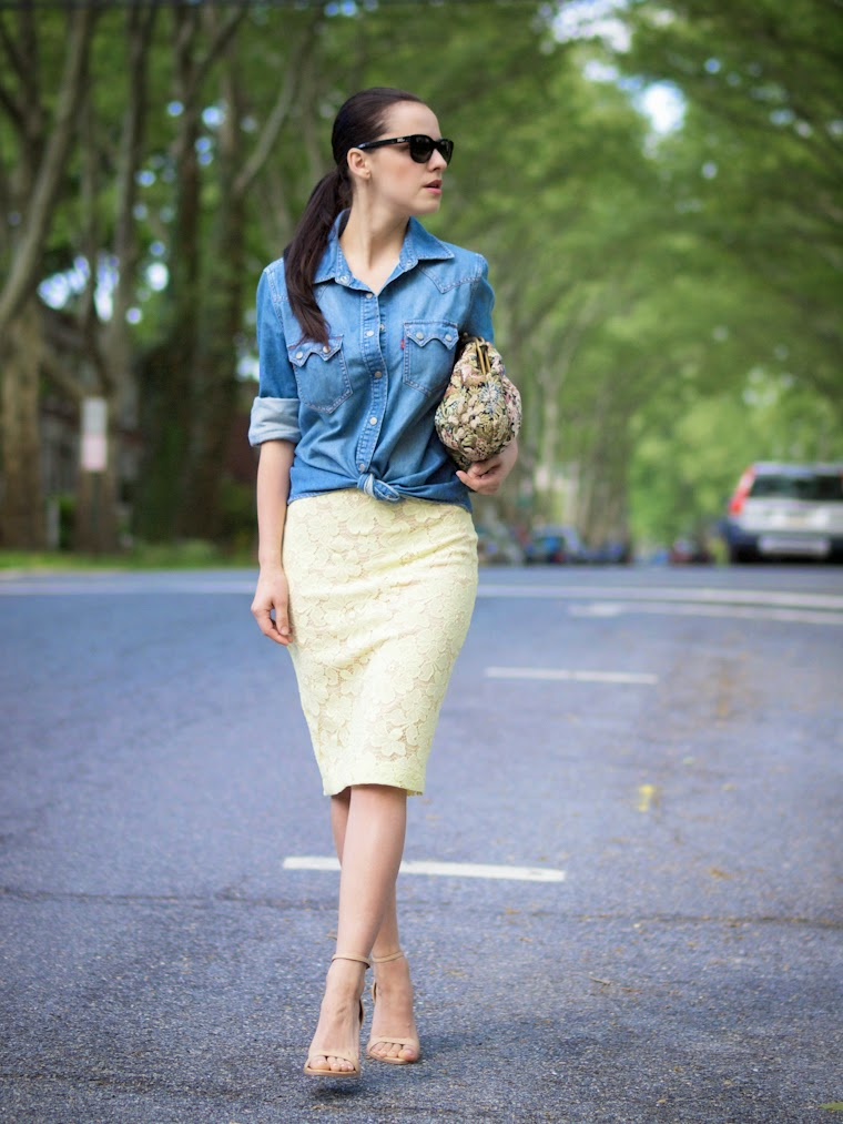 bittersweet colours, brocade clutch, denim shirt, dorothy perkins, lace skirt, lace trend, Levis, nude sandals, pastels colors, Spring, street style, vintage clutch, zara sandals, lace and denim