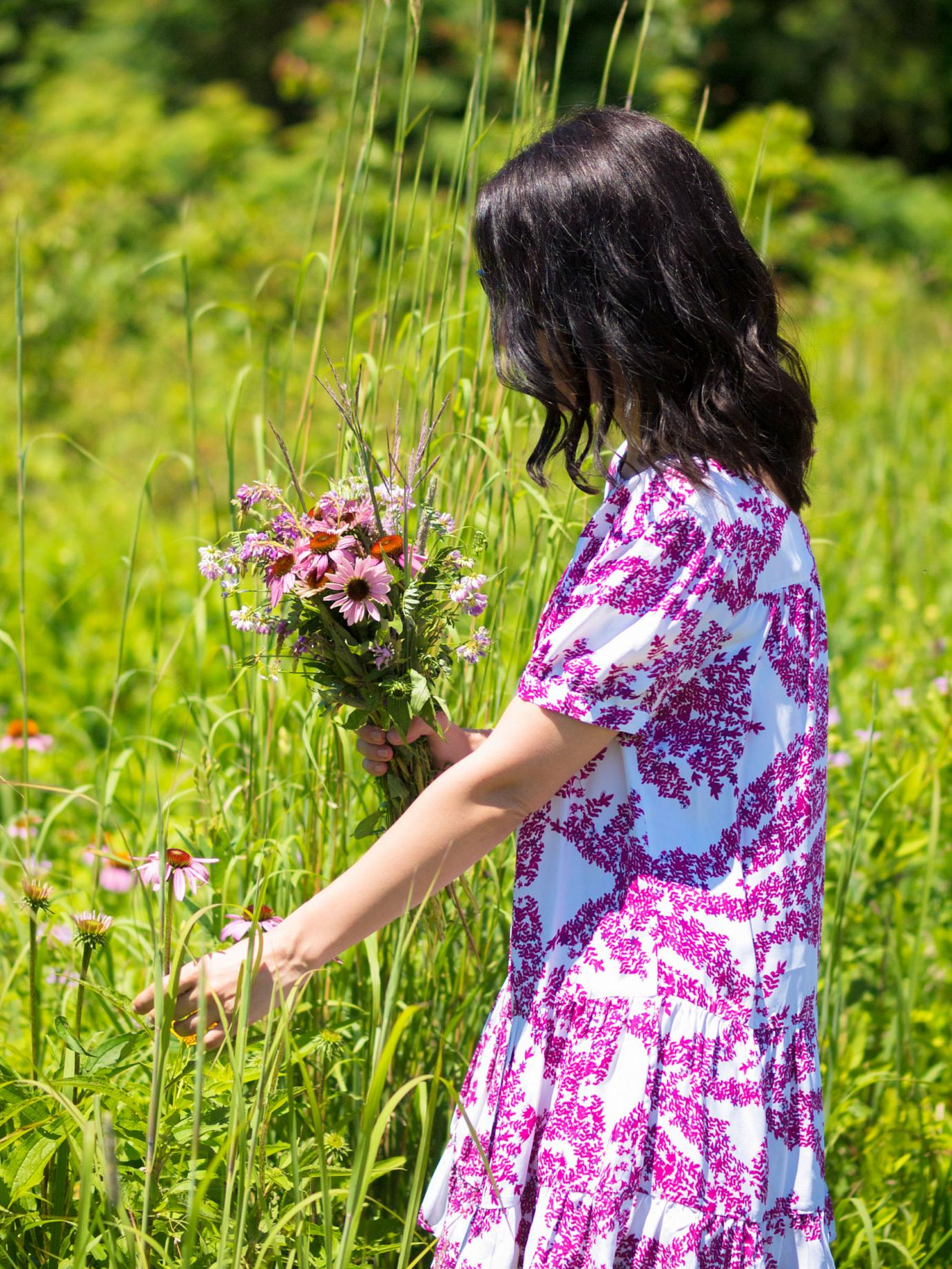 bitterswee tcolours, weekend look, floral dress, summer style, corn field, wild flowers, zara sandals, pink, en plein air, H&M dress, summer dress,