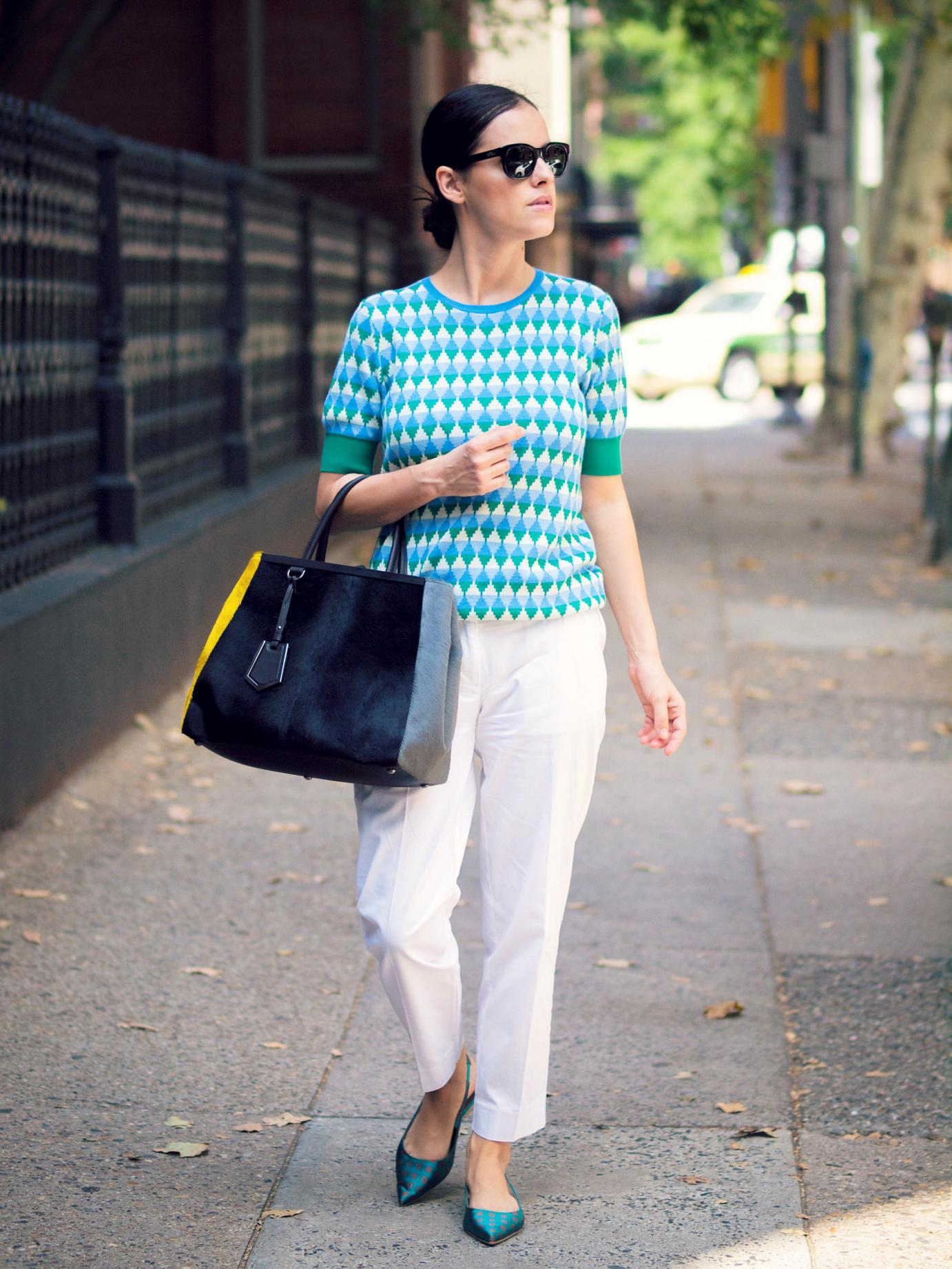 bittersweet colours, Philadelphia, street style, sweater weather, geometric print sweater, joe fresh, 2jours bicolor fendi bag, fendi bag, j.crew pants, white pants, anna baiguera shoes, printed shoes,