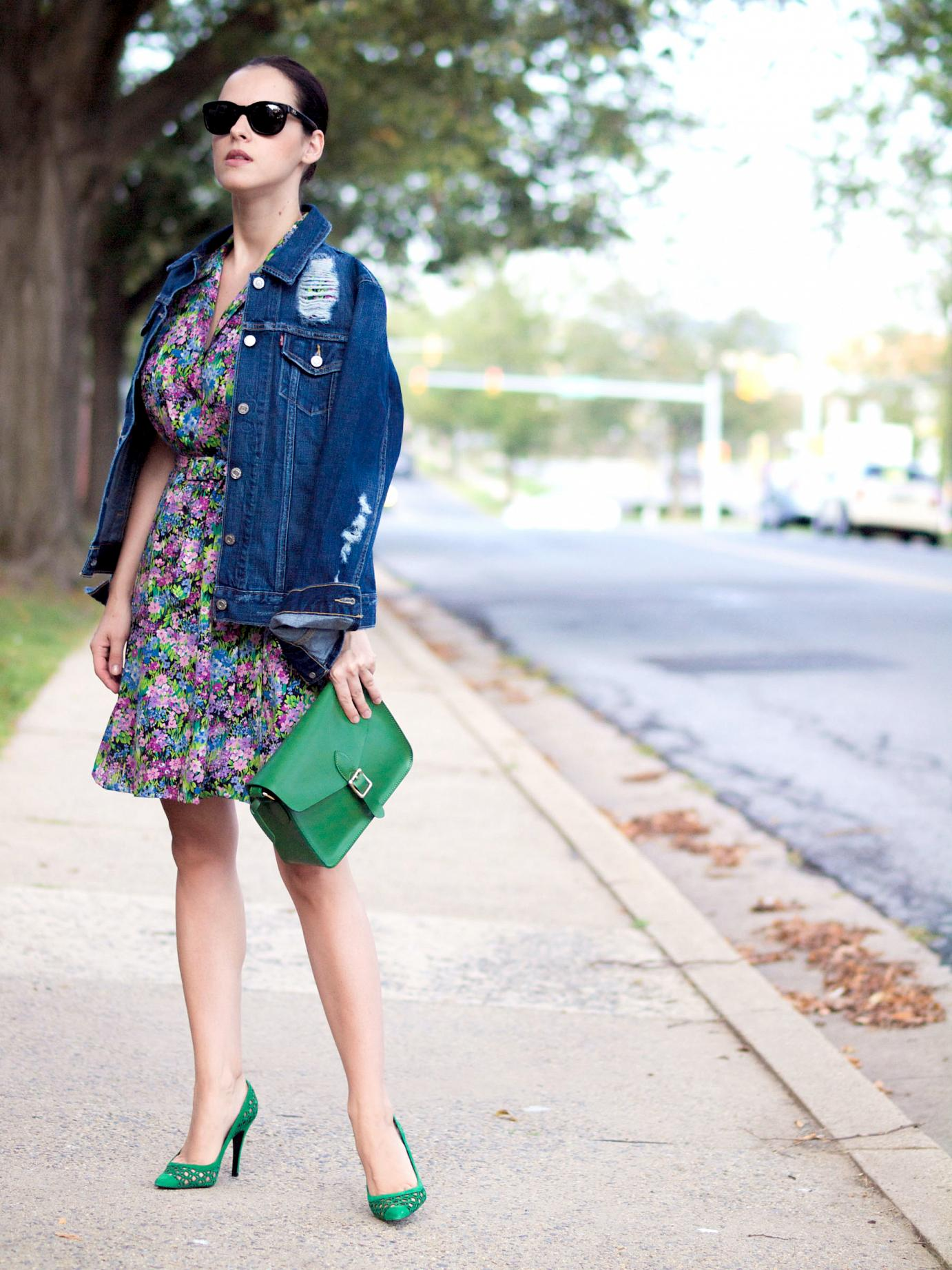 bittersweet colours, levis, denim jacket. vintage dress, floral dress, pierre hardy shoes, green shoes, street style, fall trends, denim and floral prints, colors