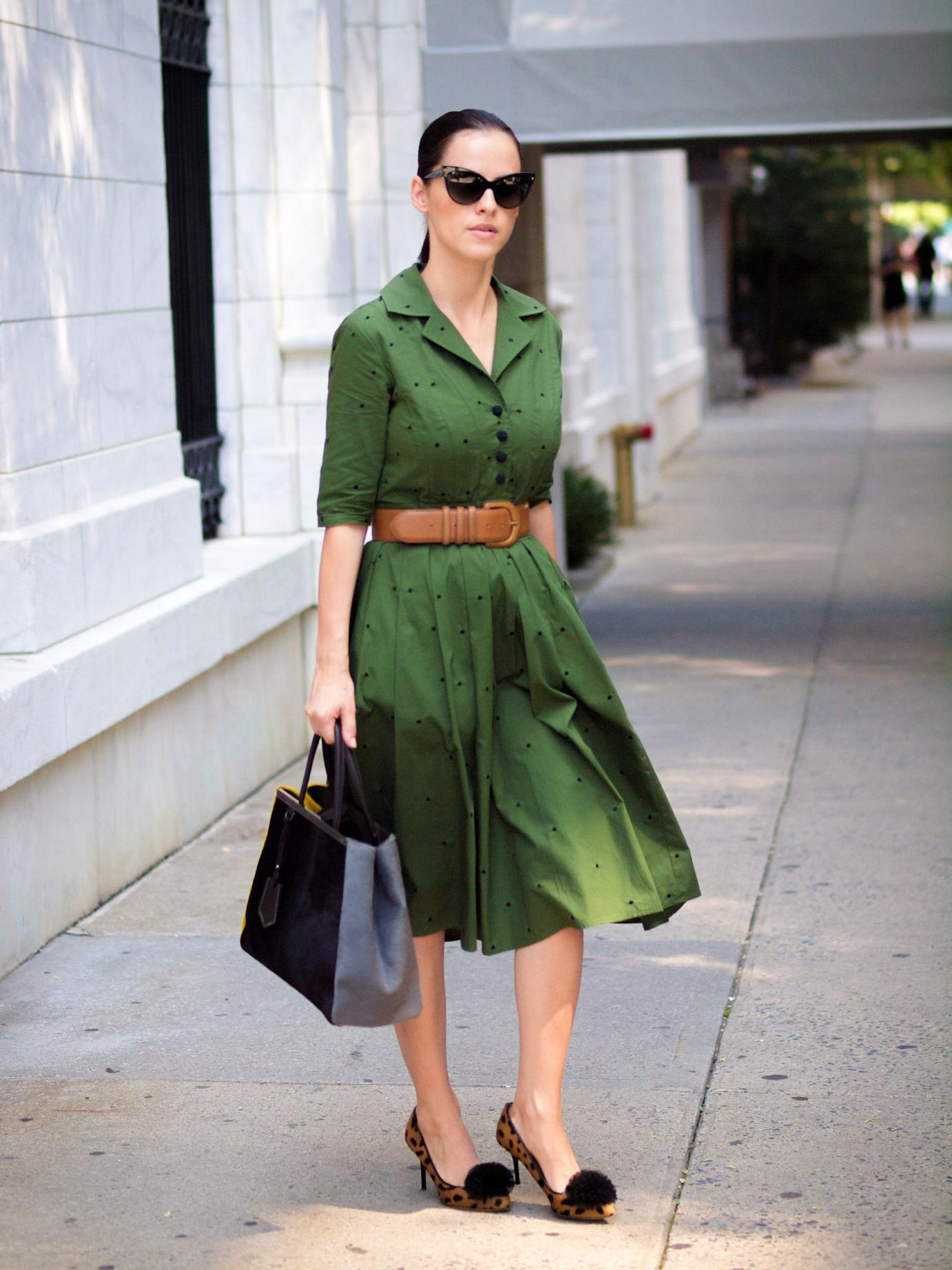bittersweet colours, nyfw, nyfw street style, street style, fashion week, New York, green dress, charlotte olympia shoes, animal print shoes, 2jours bicolor fendi bag, fendi bag, christian dior sunglasses, eye cat sunglasses, fall colors, fall trends