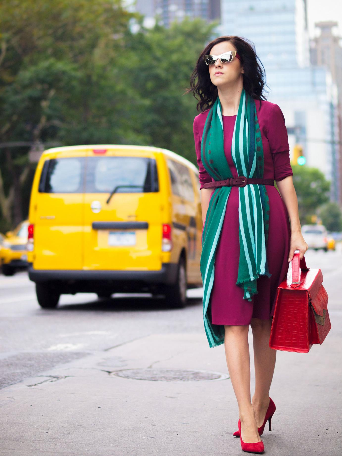 bittersweet colours, nyfw, nyfw F/W 2014, nyfw september 2014, nyfw street style, New York, burgundy color, fall colors, miu miu sunglasses, eye cat sunglasses, cashmere scarf, green scarf, red pumps, nine west shoes, zashadu bag, red bag, street style, fall trends,