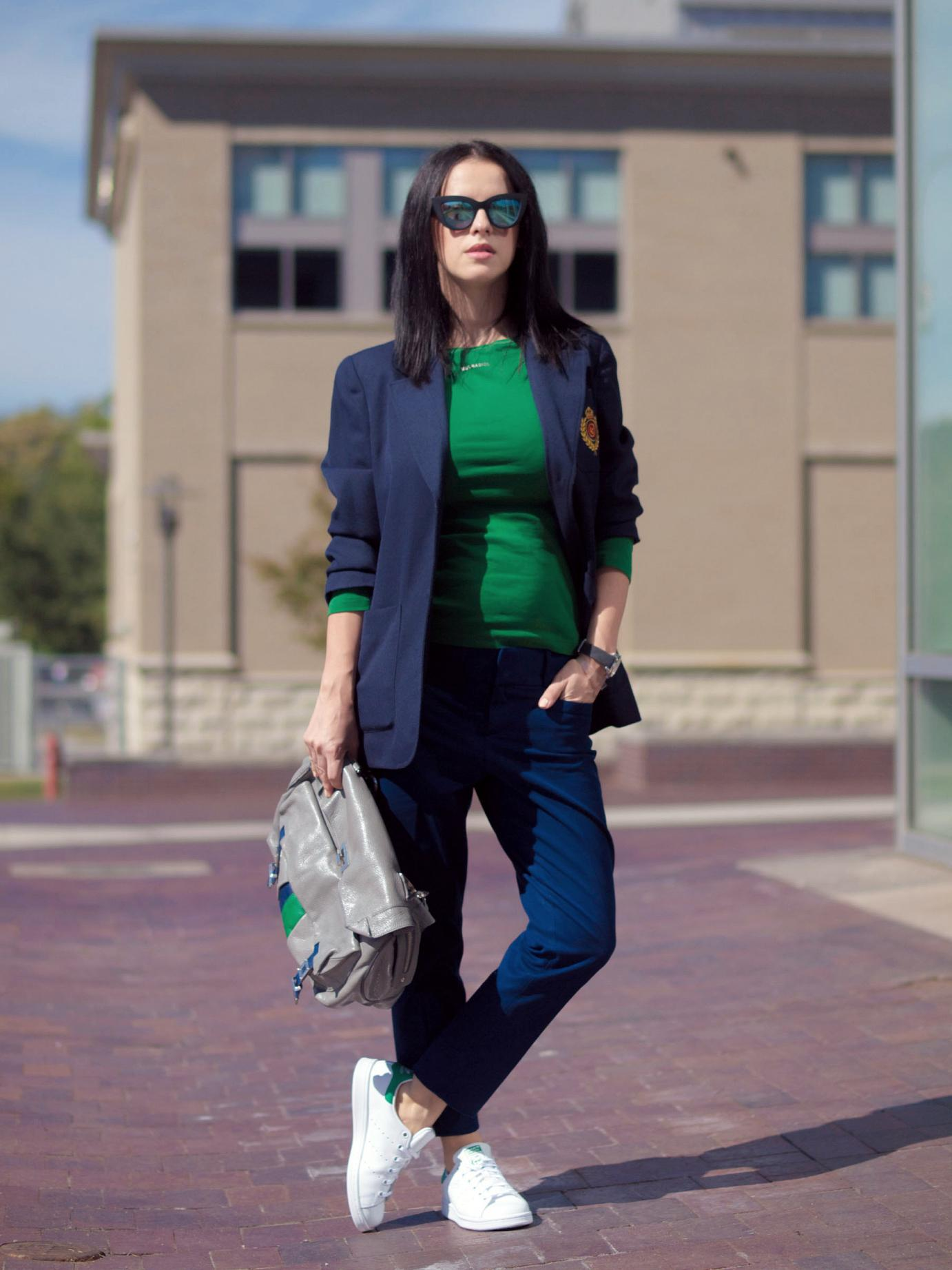 bittersweet colours, maternity style, bumb style, 4 months pregnant, suited up, casual loook, navy suit, snaekers, adidas, stan smith adidas, mango, banana republic, costume national bag, white sneakers, sneakers trend, street style, fall trends, asos, liz claiborne, vintage blazer