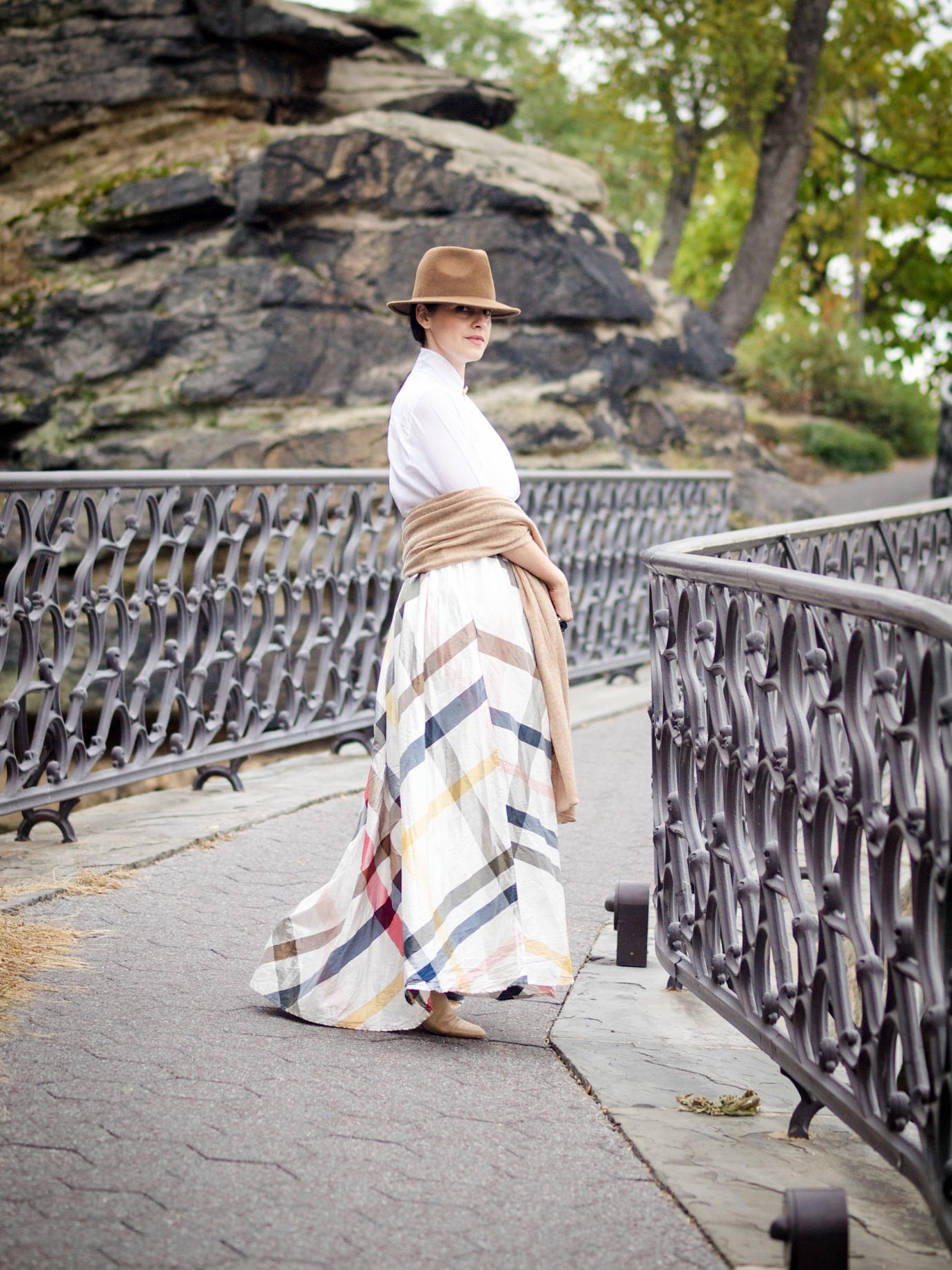 bittersweet colours, calypso st barth, Philadelphia, street style, fall trends, fall colors, maxi skirt, calvin klein fedora hat, white shirt, maternity style, baby bump, cashmere scarf,