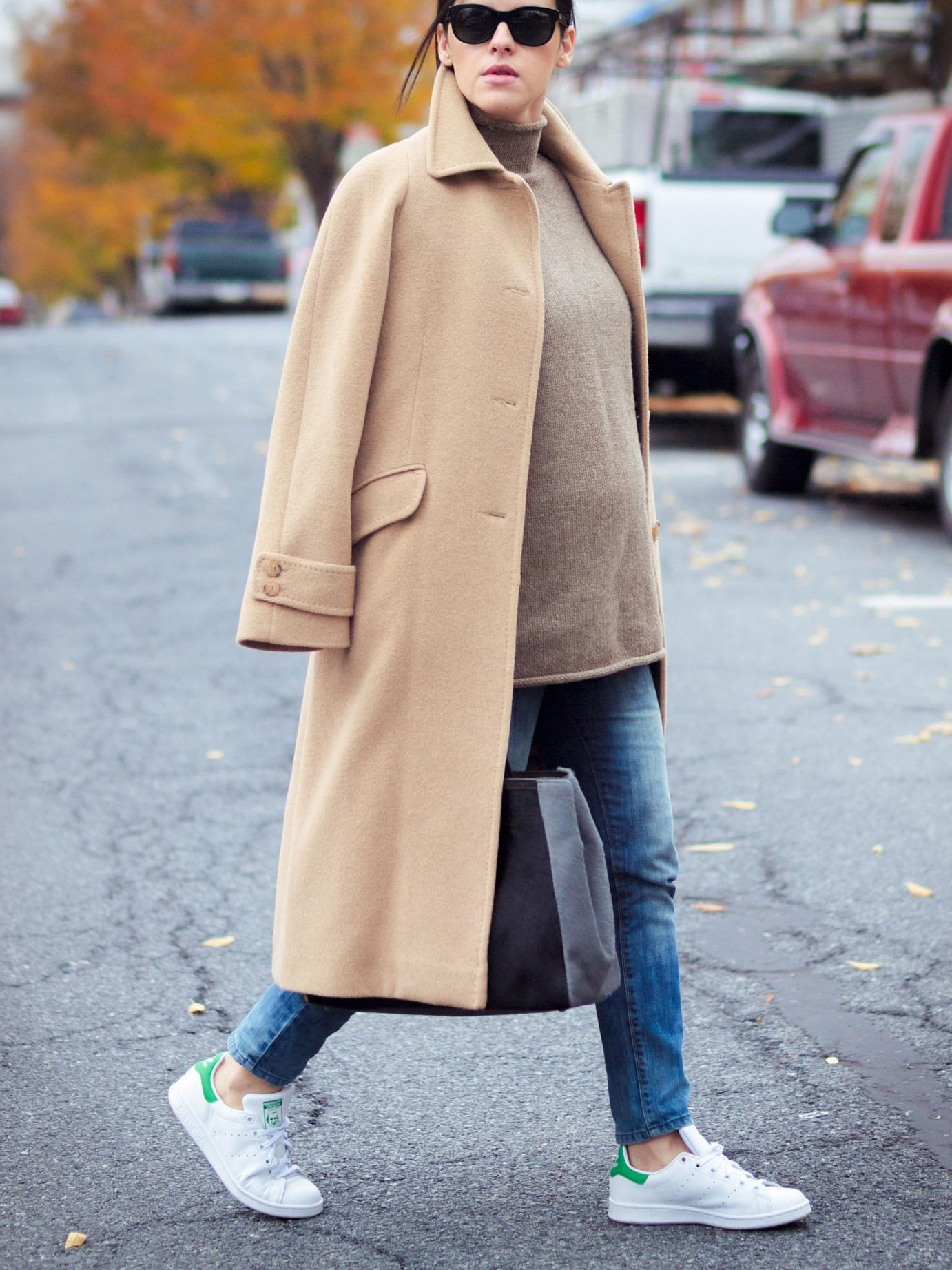 bittersweet colours, fall, fall coats, fall street style, street style, maternity style, 23 weeks, bump style, camel coat, turtleneck, stan smith adidas, sneakers trend, 2jours bicolor fendi bag, fendi bag, casual loook,