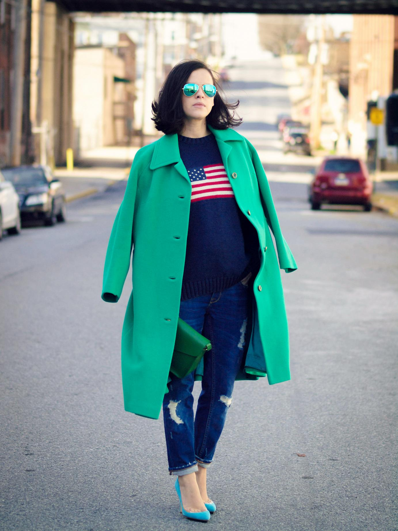 bittersweet colours, emerald green, green coat, colorful coats, ray ban, boyfriend jeans, street style, fall street style, maternity style, 26 weeks, sweater weather,